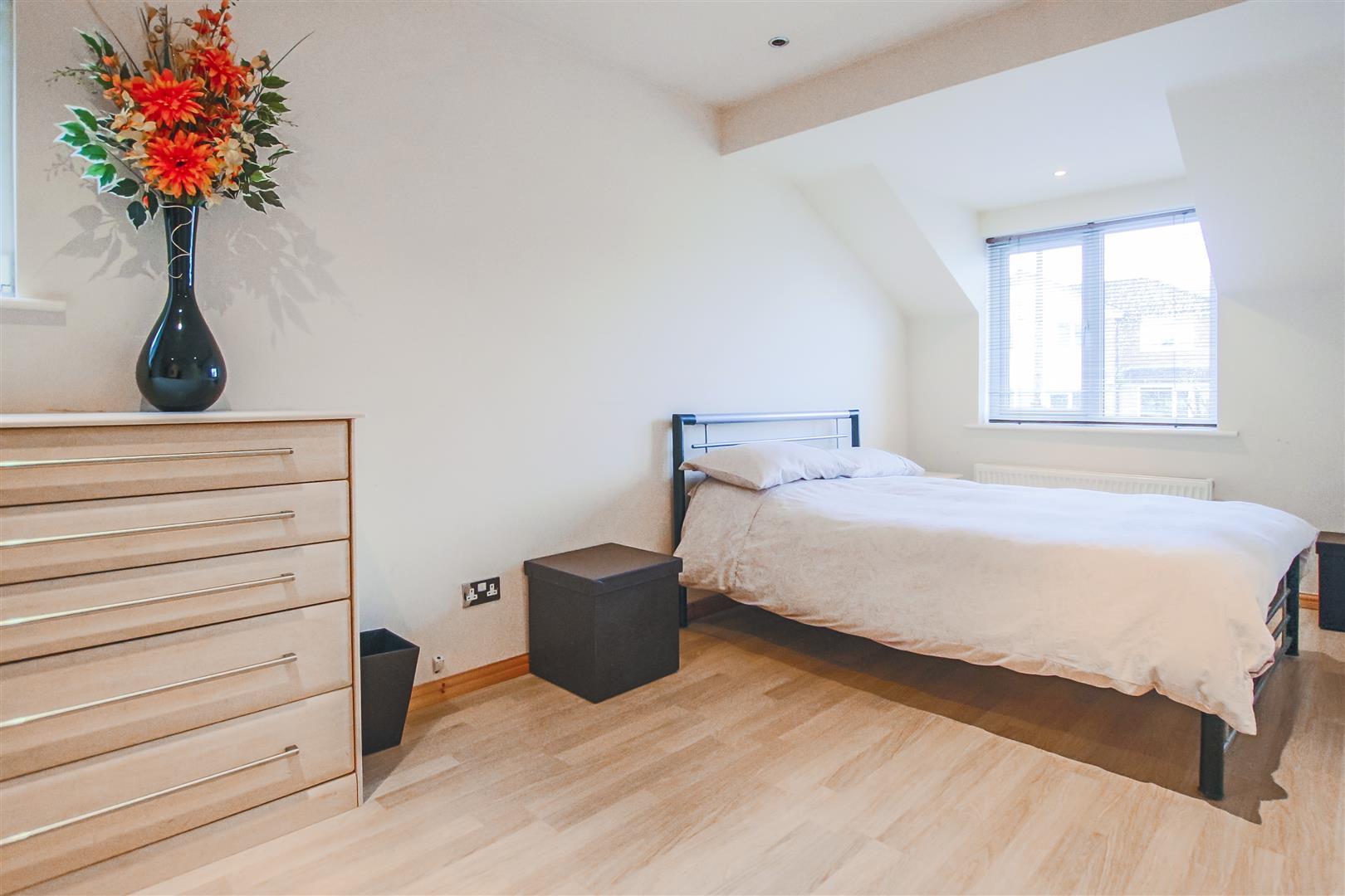 5 Bedroom Detached House For Sale - Bedroom